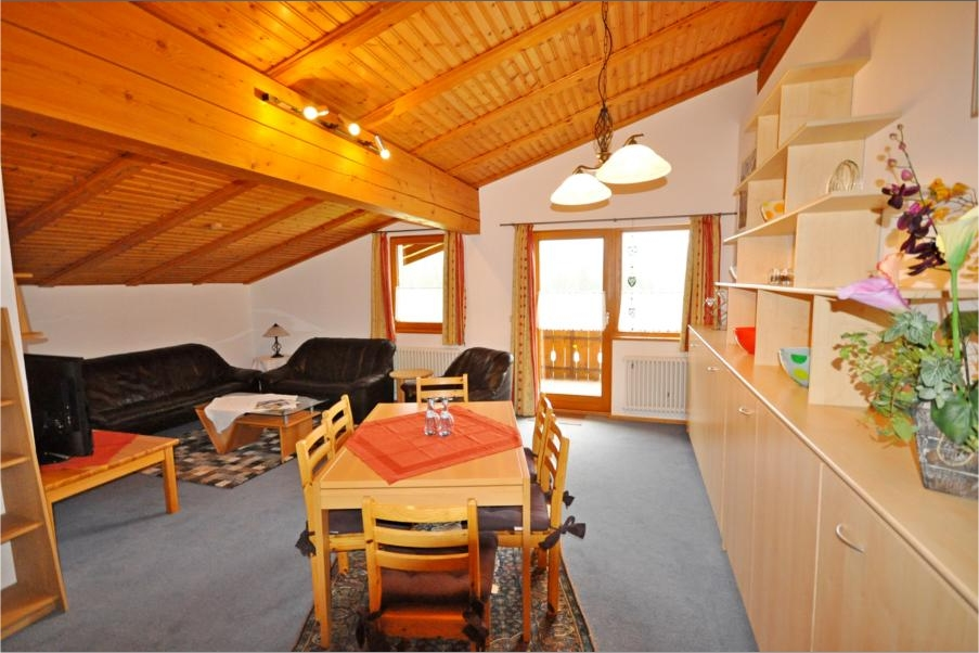 0063-04 Landhaus Wildschuetz Fewo Bergblick Wohnzimmer