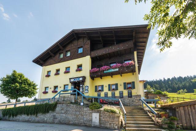 0077-01 Hotel Sportalm Aussenansicht