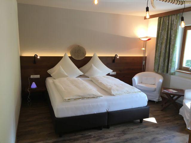 0077-13 Hotel Sportalm Zimmer 1