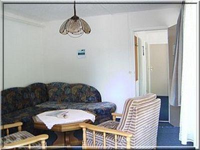0105-05-Feriendorf Kimbucht-Bungalow-Wohnzimmer