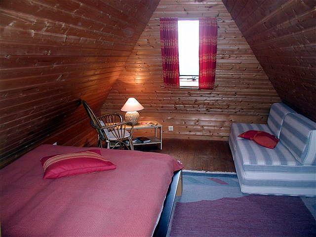 0111-17-Fewo-Rothensande-OG-Schlafzimmer-2.jpg