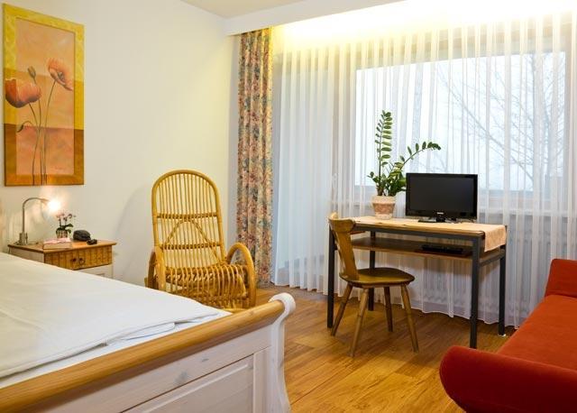 0117-09 Hotel Bergfried Einzelzimmer mit Balkon