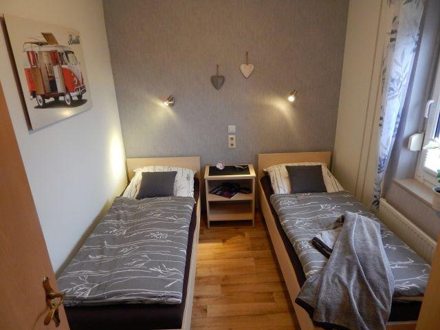 0132-11 Ferienhaus Geers Schlafzimmer 2 Betten