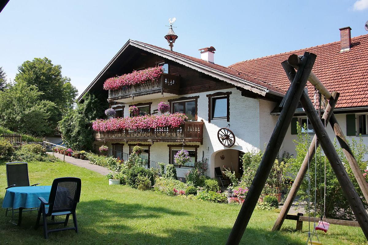 0240-02 Landhaus Anni Garten 01