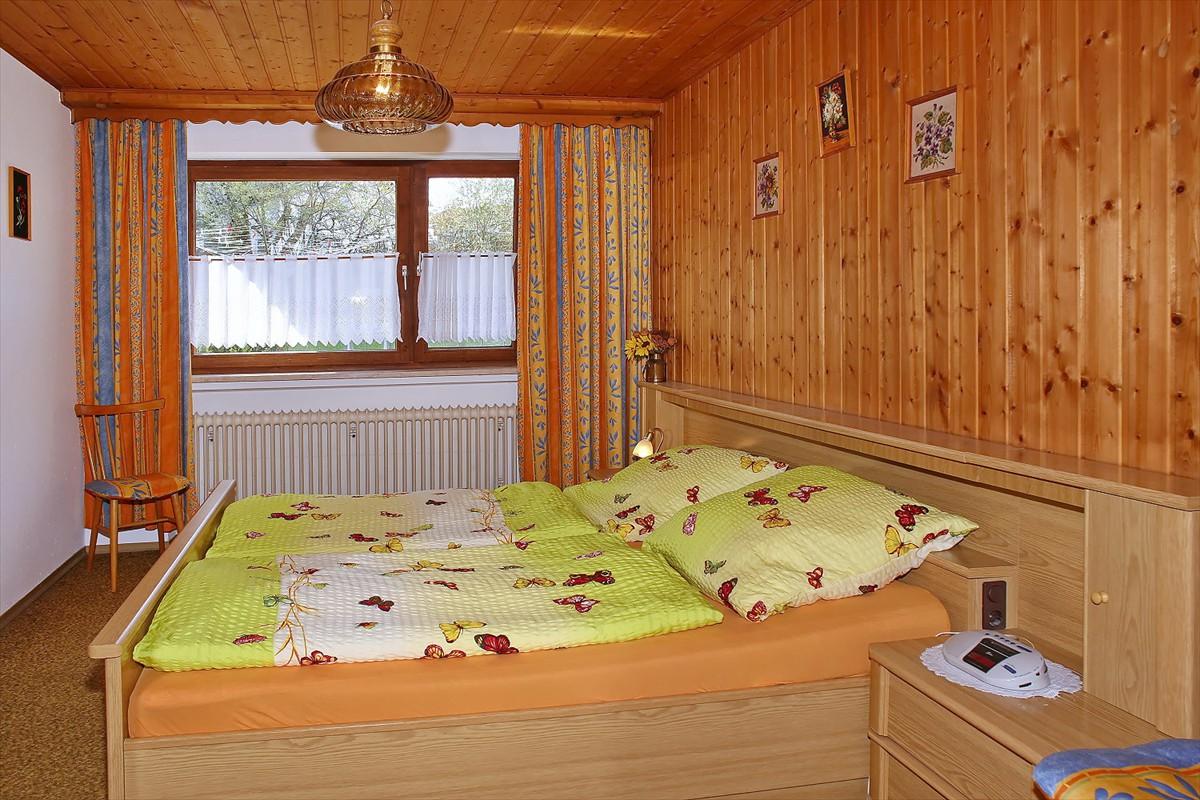 0240-10 Landhaus Anni Schlafzimmer 1