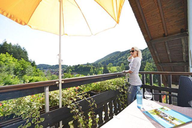 0246-04 Hotel Kleine Blume Balkon mit Aussicht