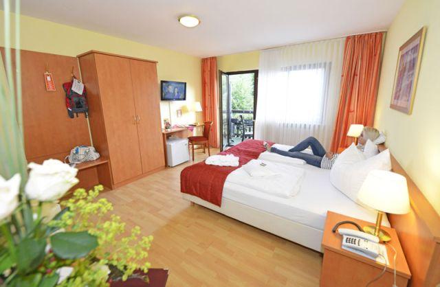 0246-11 Hotel Kleine Blume Zimmer 04