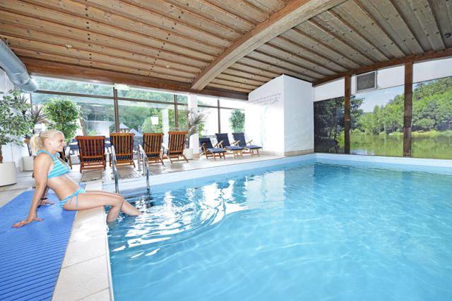 0246-12 Hotel Kleine Blume Pool