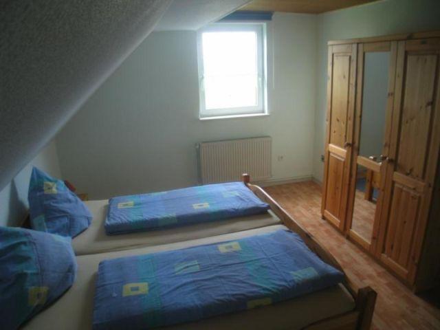 0247-15-Ferienhaeuser-Rieger-Ferienwohnung-Schlafzimmer-2