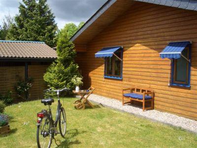 0260-02 Haus Seestern Vorgarten mit Fahrrad
