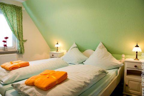 0281-15-Bello-Cane-Carina-Schlafzimmer