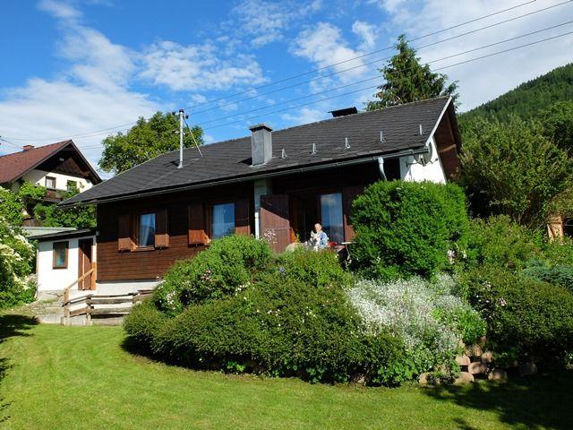 0326-03 Ferienhaus Siebenschlaefer Gartenansicht mit Terrasse