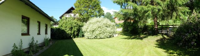0326-04 Ferienhaus Siebenschlaefer vorderer Garten