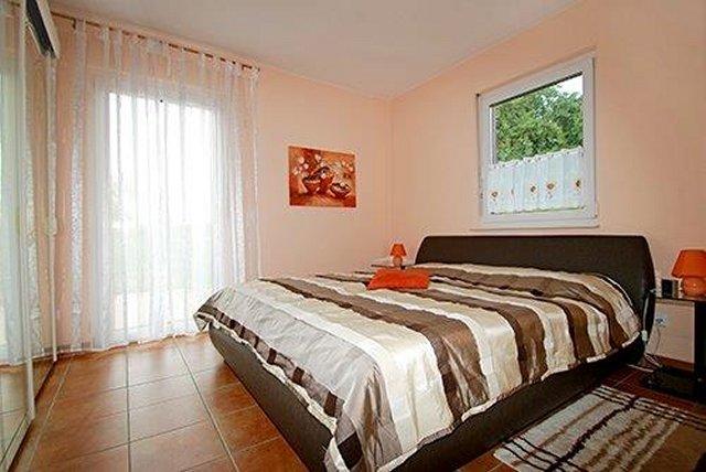 0331-04 Ferienhaus Emil Schlafzimmer 1