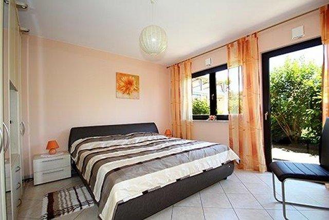 0331-09 Ferienhaus Tassilo Schlafzimmer 1