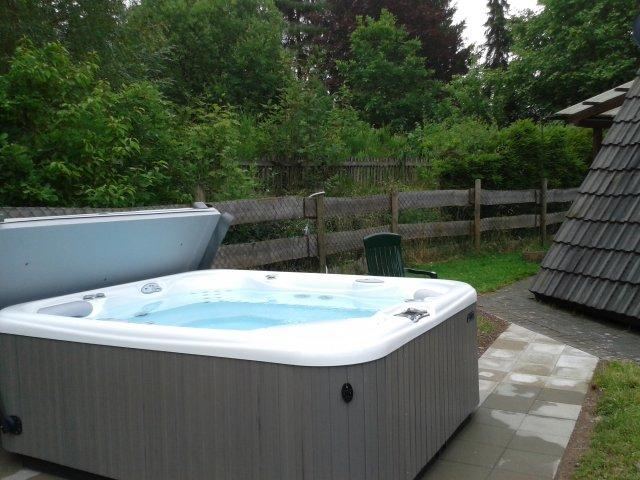 0337-06-Adels-Huette-mit-Außenwhirlpool