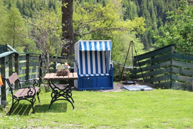 0354-03 Haus Mauken idyllischer Garten