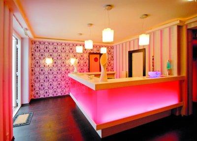 0369-03-Hotel-Retro-Design-Rezeption