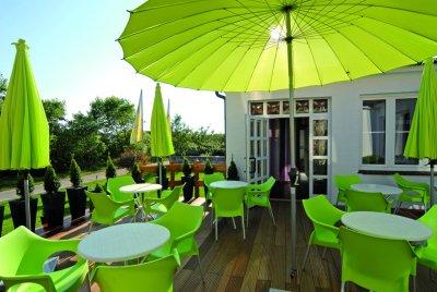 0369-04-Hotel-Retro-Design-Terrasse