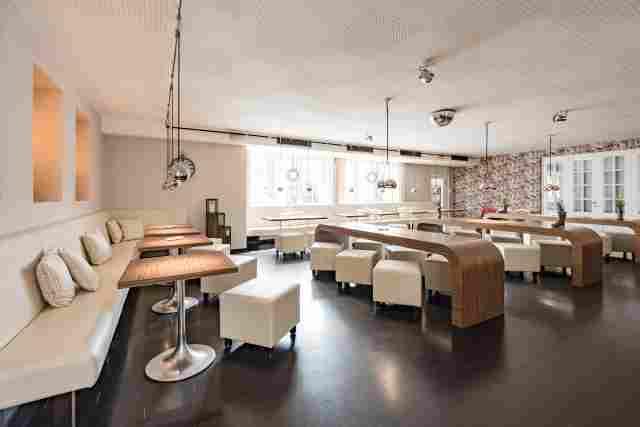 0369-06-Hotel-Retro-Design-Restaurant