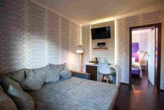 0369-07-Hotel-Retro-Design-Hotel-Zimmer-1