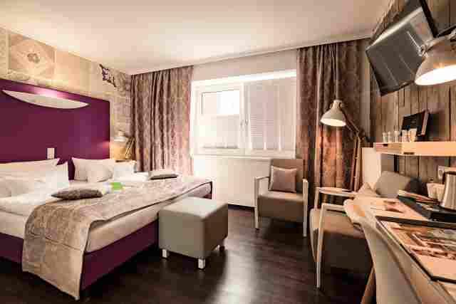 0369-09-Hotel-Retro-Design-Hotel-Zimmer-3