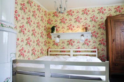 0394-06-Rotes-Sommerhaus-Schlafzimmer-05