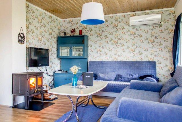 0395-03-Blaues-Ferienhaus-Wohnzimmer