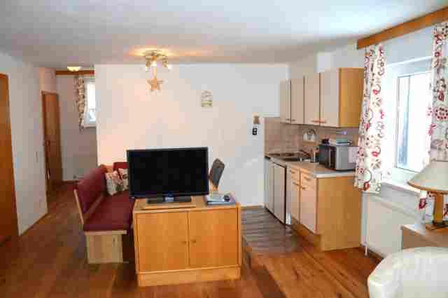 0006-10 Alpenrose Apartmentt 3