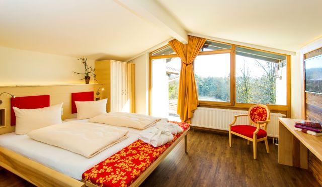 0008-07 Gut Feuerschwendt Waldblickbungalow Schlafzimmer