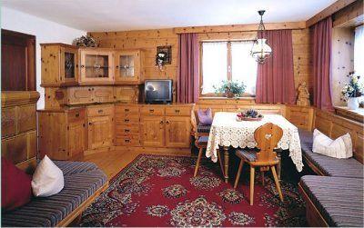 0004-05 Rehhaus Wohnzimmer