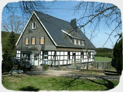 0223-01 Haus zum Husky Hausansicht