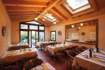 0286-04 Salina Maris Restaurant