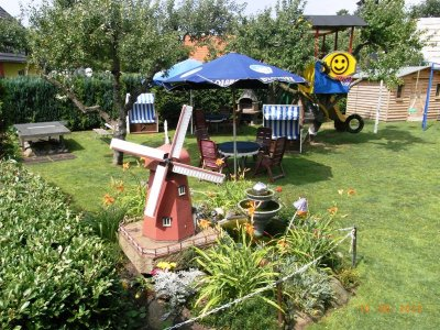 Garten mit Sonnenschirm
