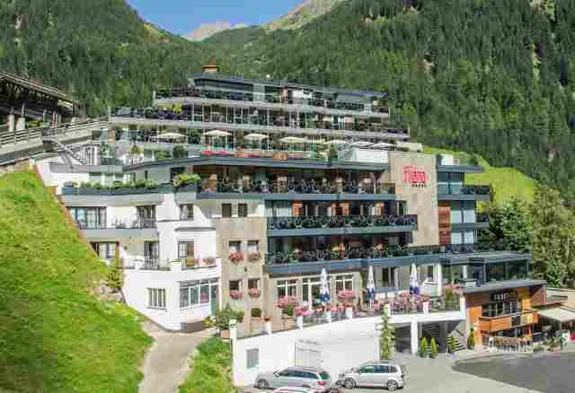 0412-01-Hotel-Fliana-mit-Bergsicht