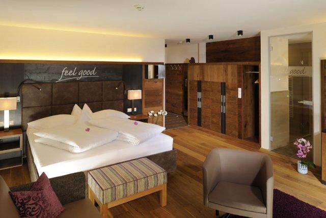0412-06 Hotel Fliana Deluxe Zimmer