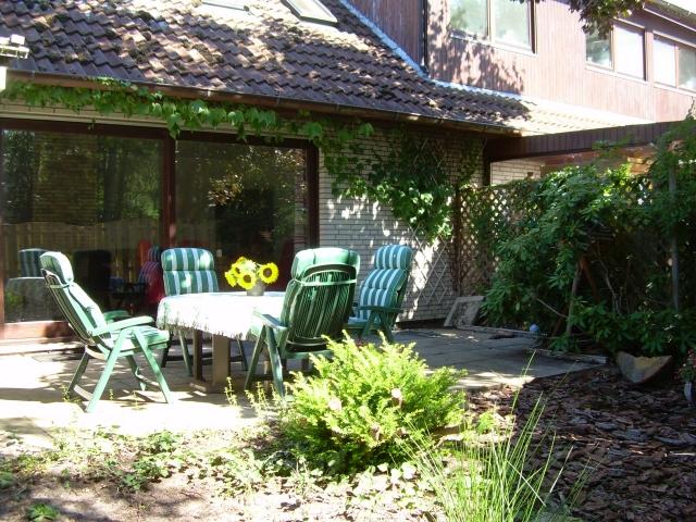 0435-02-Ferienhaus-Schmidt-Terrasse-und-Garten