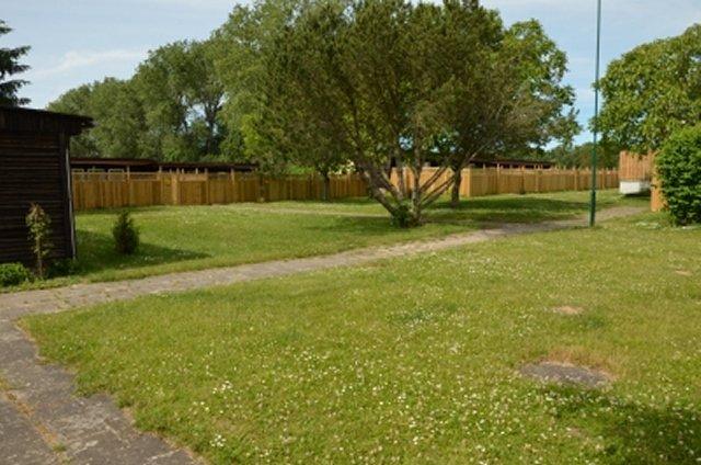 0437-03 hundtastisch Garten