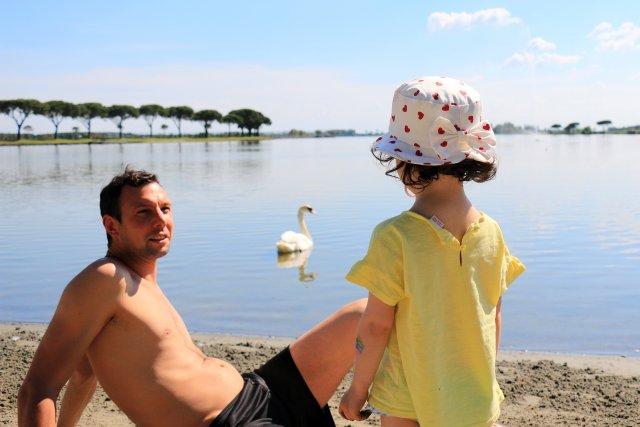 0450-06-Spiaggia-Romea-Familie-mit-kleinem-Hund