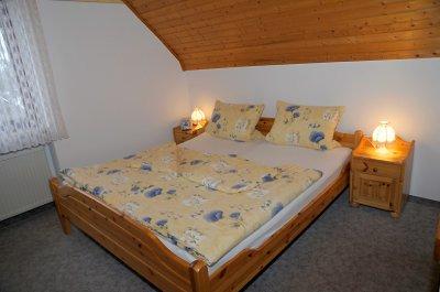 0453-06 Gaestehaus Andrea Fewo Schlafzimmer