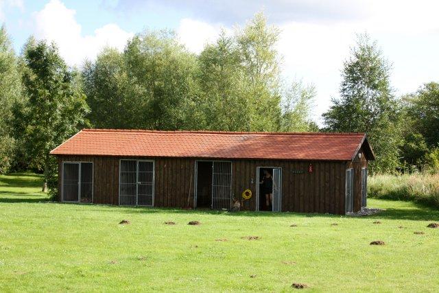 0461-11-Pension-Landhaus-Teichgraf-Hundezwinger-vorhanden