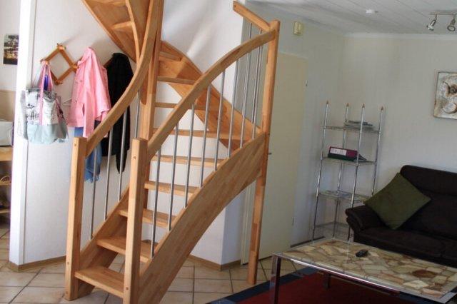 0476-05-Ferienhaus-am-See-Treppenaufgang