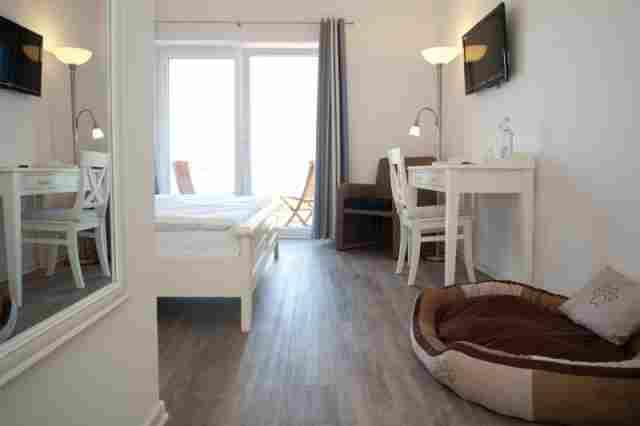 0484-08-Hotel-Pharisaeerhof-Doppelzimmer-mit-Hundebettchen