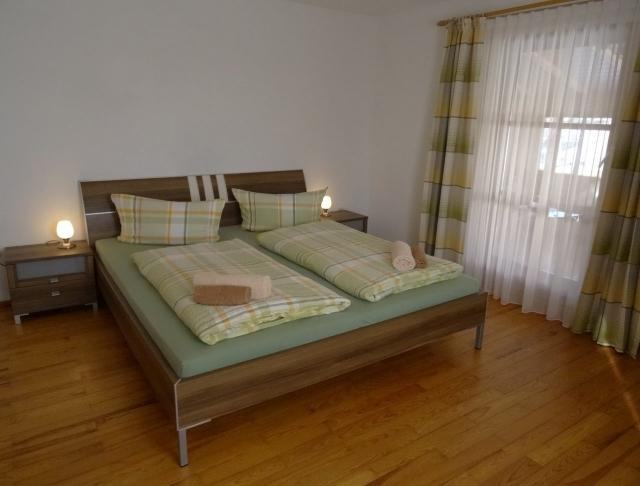 0496-10-Fewos-Ranzinger-Haus-Resi-Fewo-3-Schlafzimmer-1-Bild-2