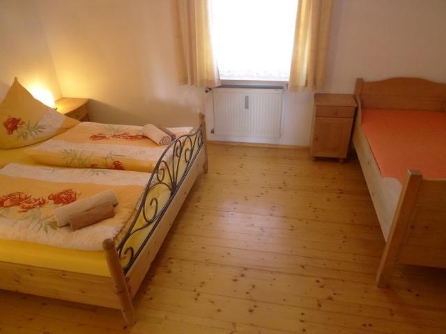 0496-11-Fewos-Ranzinger-Haus-Resi-Fewo-3-Schlafzimmer-2
