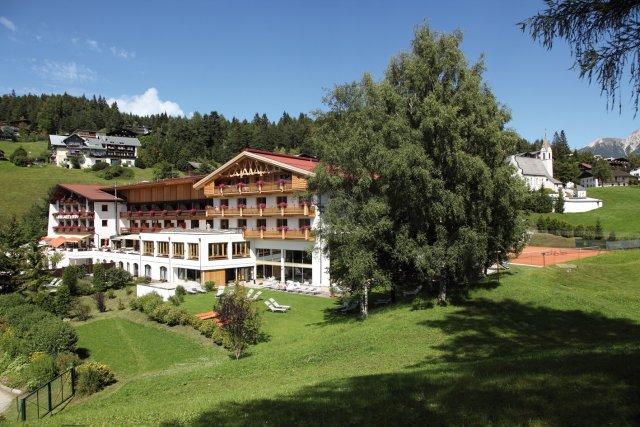 0499-01 Hotel Inntaler Hof Aussenansicht Sommer