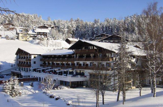 0499-02 Hotel Inntalerhof Aussenansicht Winter