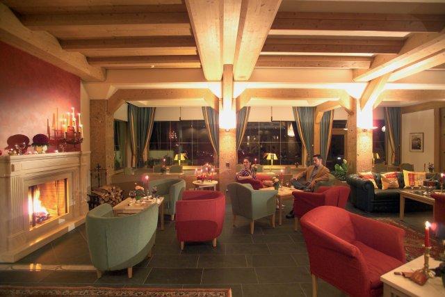 0499-04 Hotel Inntaler Hof 9ers Lounge