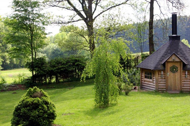 0530-03 Ferienwohnungen Solling Lounge I und II Grillkota im Garten