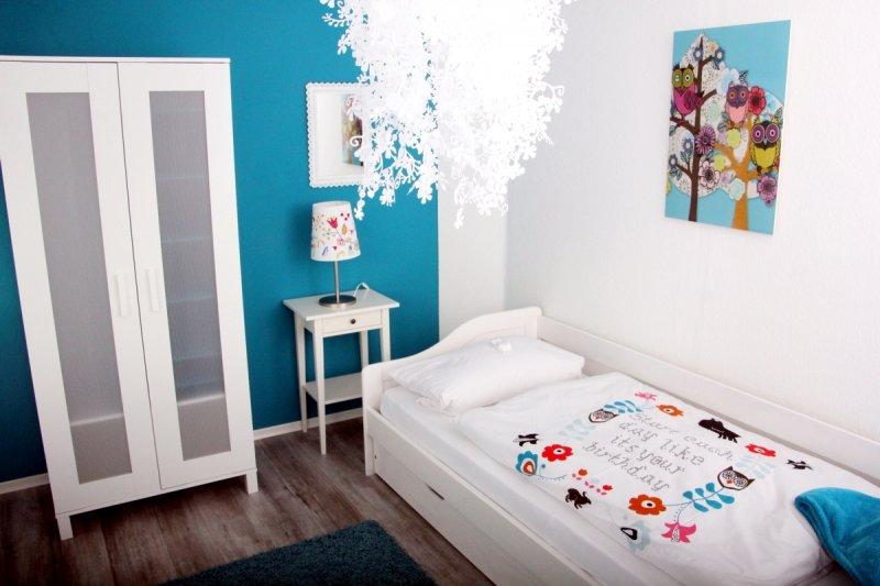0530-15 Ferienwohnung Solling Lounge II Schlafzimmer 2 Einzelbett